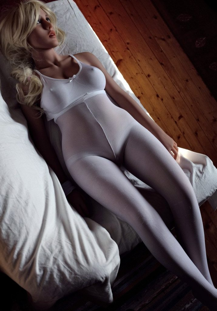 Top 5 blonde sex dolls-5